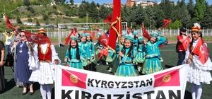 Simav'da Kırgızistan rüzgarı esti 23 Nisan Ulusal Egemenlik ve Çocuk Bayramı etkinlikleri kapsamında Simav'a gelen Kırgızistanlı öğrenciler ilgi odağı oldu