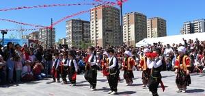 Güneydoğu'da 23 Nisan Ulusal Egemenlik ve Çocuk Bayramı coşkuyla kutlandı Bayram dolayısıyla tüm cadde ve sokaklar Türk bayrakları ile donatıldı