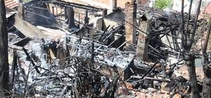 Kastamonu'da 4 ev ve 1 odunluk alevlere teslim oldu
