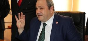 """Adalet Partisi'nden CHP'ye eleştiri Adalet Partisi Genel Başkan Yardımcısı M. Kıvanç Özer: """"Bir partiyi kayırmak; haksızlıktır, eşitsizliktir"""" """"Üç parti olarak Vecdet Öz'ü Cumhurbaşkanı adayı olarak açıklayarak, imza kampanyasını Van'da başlatarak yolumuza devam ediyoruz"""""""