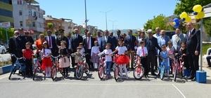 Biga FB Derneği bisiklet dağıttı