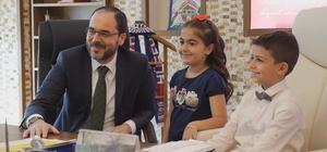 Başkan Ayaz, koltuğunu çocuklara bıraktı