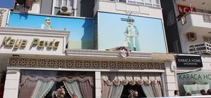Pencereden düşen halıyı almaya çalışırken ağır yaralandı