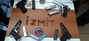 Yunus timleri uygulamada silah yakaladı 2 şahıs üzerinden 4 tabanca, 62 adet fişek çıktı