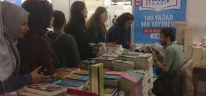 Kitap fuarında yazarlar ile okuyucular bir araya geliyor