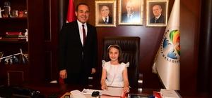 """Sözlü, makam koltuğunu Ecem Ecrin Aydoğdu'ya bıraktı Aydoğdu: """"Öğrenciler için oyun alanı istiyoruz"""""""