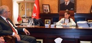 Mardin'de kayyumun koltuğuna çocuklar oturdu