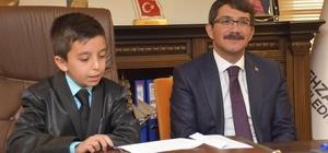 Başkan Çelik koltuğunu minik Arda'ya devretti