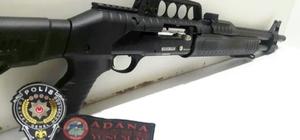 Adana'da ruhsatsız silahlara geçit yok Adana'da yunus timleri tarafından yapılan şok uygulamalarda 1 ruhsatsız tabanca, 4 ruhsatsız pompalı tüfek ele geçirildi Nisan ayında ise ele geçirilen ruhsatsız silah sayısı 30'u buldu
