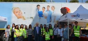 Başkan Özakcan, 'İyilik Tırı'nı ziyaret etti