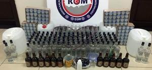 Evde sahte içki imalatına polis baskını Mersin'de sahte içki imalatı yapılan 2 eve düzenlenen operasyonda çok miktarda içki, şişe, anason maddesi ele geçirildi Operasyonda 3 kişi gözaltına alındı