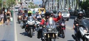 Motosikletçilerden 'kask' konvoyu 'Kaskını Tak Bizimle Kal' projesi büyük ilgi gördü