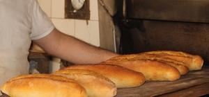 """Ekmeğin kilogramı 5 liraya sabitlendi Ramazan pidesine zam kapıda İç Anadolu Fırın İşverenleri Sendikası Başkanı Selami Ekşi: """"2 senedir ekmeğe herhangi bir zam gelmemesinde fedakarlığımız var"""" """"Marketlerde değişen ekmek fiyatları gramajla alakalı"""" """"Vatandaşımız aldığı her ekmeğe aynı parayı veriyor"""""""