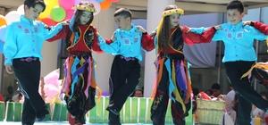 Burhaniye'de minikler dansları ile göz kamaştırdılar