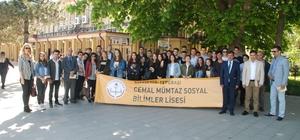 """İki okuldan """"Yollar Kitapla Biter"""" projesi Bilecek'ten kitap okuyarak YHT ile Eskişehir'e gelen kardeş okul öğrencileri Tren Garında karşılandı"""