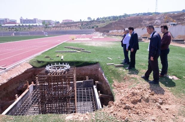 """2 bin 400 kişilik tribün inşaatı başladı Bilecik Şeyh Edebali Üniversitesi Rektörü İbrahim Taş; """"Gülümbe Kampüsü içerisinde yapılan tribün Eylül ayında tamamlanıyor"""""""