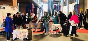 Dalaman'a ilk Rus turist kafilesi geldi Rusya'dan Muğla'nın Dalaman bölgesine gelen ilk Rus turist kafilesini YDA Dalaman havalimanında çiçeklerle karşılandı.