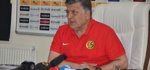 """Yılmaz Vural'dan federasyona Gaziantepspor çağrısı Eskişehirspor Teknik Direktörü Yılmaz Vural; """"Gaziantepspor'un maçlara çıkabilmesi için federasyonun maddi destek vermesinin gerekir"""" """"Antrenör arkadaşım Faik'e, 'Faik, sahaya çıkmamazlık etmeyin, çıkmazsanız şaibe iddialarına yol açılacak' dedim"""" """"Umarım federasyonumuz bu konuyla ilgilenir"""""""