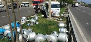 Samsun'da tüp yüklü kamyonet kamyonla çarpıştı: 2 yaralı Etrafa saçılan tüplerin patlamaması muhtemel bir faciayı önledi