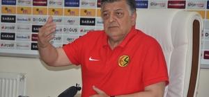 """Yılmaz Vural 33 bin taraftar istiyor Eskişehirspor Teknik Direktörü Yılmaz Vural, Boluspor maçında stadın tamamen dolmasını istedi Yılmaz Vural, """"O, 33 bin kişi gelsin"""" """"Bu çok büyük bir beklenti değildir"""""""