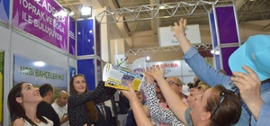 Çeyrek asırlık fuarın açılışıyla 478'inci Mesir Festivali de başladı Fuar açılışında Şehzadeler Belediyesi standında vatandaşlara Mesir saçıldı 478. Uluslararası Manisa Mesir Macunu Festivali, Mesir Sanayi ve Ticaret Fuarı ile başladı Bu yıl 130 firmanın katılım gösterdiği fuar 29 Nisan akşamına kadar Manisa Fuar Merkezinde vatandaşın ziyaretine açık kalacak