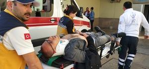Kaskı kayan genç motosikletten düşüp hastanelik oldu
