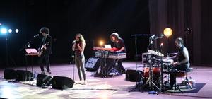Lübnanlı şarkıcı Yasmine Hamdan CRR'de konser verdi