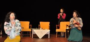 'Kozalar' tiyatro oyunu Uşak'ta sahnelendi