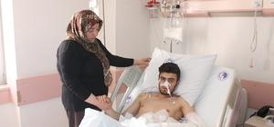 """Maganda kurşunu nedeniyle ölümden döndü 24 Yaşındaki İhsan Önkur, 3 kez operasyon geçirdikten sonra yoğun bakımdan çıktı"""" Bir arkadaşının düğününde yaralanan gencin annesi suçluların cezalandırılmasını istiyor; """"Kendi egosu için benim çocuğumu delik deşik etti"""" Mağdur avukatı Derya Yılmaz Türk; """"Şüphelilerin serbest bırakılmasına itiraz edeceğiz"""" """"Maalesef Türkiye'nin kanayan yarası düğünlerde maganda kurşunları müvekkilimiz ağır şekilde yaralandı"""""""