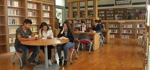 Kitapseverler, kütüphanede sabahlayacak