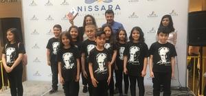 Nissara AVM 23 Nisan'da 4 çocuğa tablet hediye etti