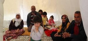 Depremzedelerin çadırları kuruldu İlçenin ticari hayatının devam etmesi için 'Çadır Çarşı' kuruluyor