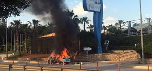 Otomobil alev alev yandı Antalya'da araç yangını