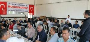 Başkan Süleyman Özkan: Alt yapıya önem veriyoruz Simav Belediye Başkanı Süleyman Özkan, Fen İşleri Müdürlüğü personeli ile bir araya gelerek, ilçenin alt yapı çalışmaları hakkında bilgi verdi