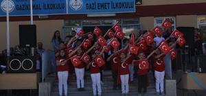 Minik yüreklerden 'Mehmetçik' için büyük adım İlkokul öğrencileri, yaptıkları bileklik ve ve kolyeleri Mehmetçik Vakfı yararına düzenledikleri kermesle satışa sundular