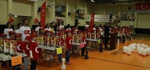 Ailece ödülü hak ettiler Şampiyon satranççılar kupalarını kaldırdı