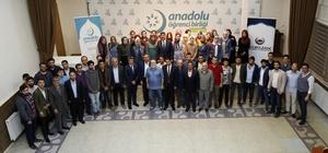 """Belediye Başkanı Fadıloğlu deneyimlerini üniversite öğrencilerine aktardı Şehitkamil Belediye Başkanı Rıdvan Fadıloğlu: """"Hazır olan ve farklı olan kazanır"""""""