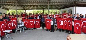 Başkan Tollu'dan esnafa 3 bin bayrak
