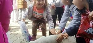 Minik öğrenciler sokak hayvanları ile buluştu