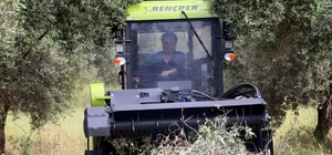 """Türkiye'nin ilk yerli 'Kendiyürür' tarım makinesi Akdeniz Üniversitesi Ziraat Fakültesi Öğretim Görevlileri, """"Kendiyürür Budama Artığı Parçalama Makinesi"""" geliştirildi 115 beygir gücündeki makine, meyve ağaçları atıklarını toza dönüştürüyor"""
