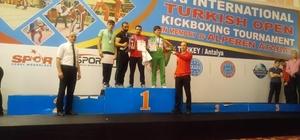 Kick Boksta Balıkesir'li sporcuların büyük başarısı