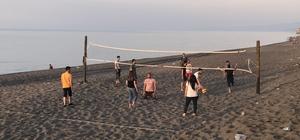 Akçakoca'da plaj voleybolu sezonu başladı