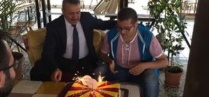 Başkan Tutal'dan engelli gence doğum günü sürprizi