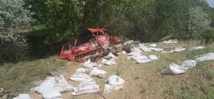 Otomobil ile kamyonet kafa kafaya çarpıştı: 2 ölü, 4 yaralı