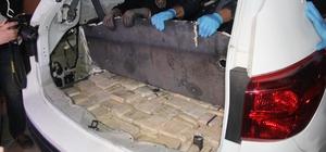 Lüks cipin bagajından eroin fışkırdı Narkotik köpeği Millov buldu, polis ekipleri torbalarla taşıdı