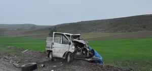 Tokat'ta tır ile kamyonet çarpıştı: 1 ölü, 2 yaralı