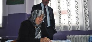 Okuma-yazma öğrendi ilk olarak İstiklal Marşı'nı okudu Kars'ta okuma-yazma seferberliğine katılanlara mezuniyet sertifikaları verildi
