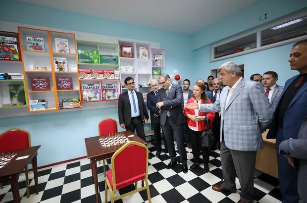 Başkan Karaosmanoğlu, Yarbay Refik Cesur İlkokulu'nun bahar şenliğine katıldı