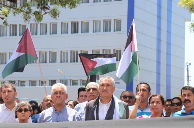 """Seyhan Belediyesi çalışanları İsrail ve ABD'yi protesto etti Başkan Karalar: """"Hükümetin bu konuda alacağı kararların arkasındayız"""""""
