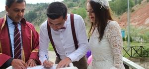 Harmankaya Kanyonu Tabiat Parkı'nda nikah kıydılar Genç çift, hayatı boyunca unutamayacakları bir anıya sahip oldular